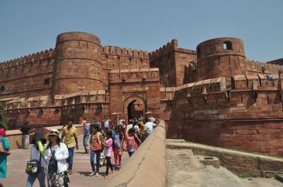 初めてのインド ・ アグラの世界遺産 2 「 ア グ ラ 城 」と「 ファテープル・スィークリー 」