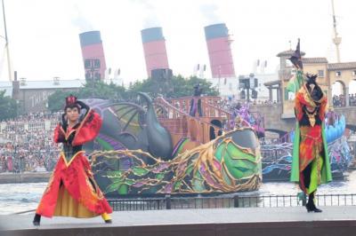 東京ディズニーシーでヴィランズ見ようとするも雨でショーは途中キャンセル。暑くて悲しい1日。