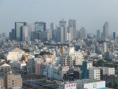 中野サンプラザ13階から見られる新宿高層ビル群及び中野サンプラザ付近の風景