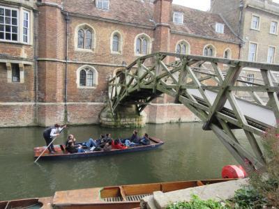 ケンブリッジ パント(小舟)に乗る旅