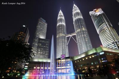 【マレーシア(クアラルンプール)】近代化都市KLの象徴!夜空に煌めく白銀の塔「ペトロナスツインタワー」