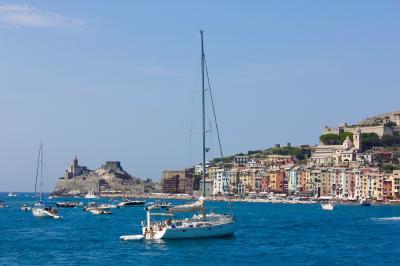 チンクエテッレの世界遺産 遊覧船で巡る3島  <パルマリア島・ティーノ島・ティネット島>  クルーズ