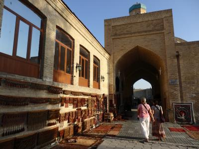 人の優しさに触れる旅♪カザフスタン、ウズベキスタン(4)奇妙な街ブハラ・・・だまされた(?)