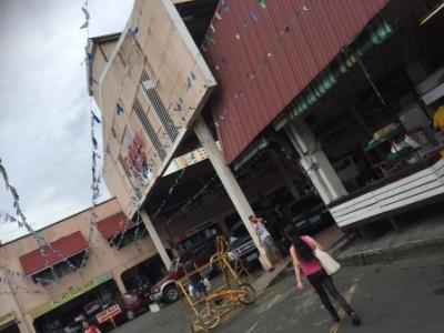 マニラの巨大ショッピングセンター「カーティマショッピングセンター」