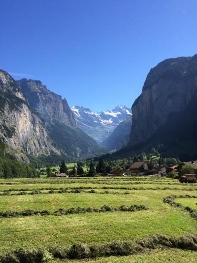 いつかある日ではおそい!スイスへGO!! vol.8 小高い丘のバラ公園からラウターブルネンへ。そして、ヴェンゲンアルプ鉄道でヴェンゲンへ☆