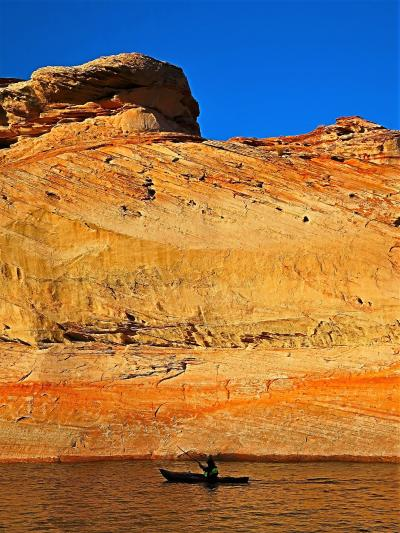 アメリカ西部23 アンテロープ・キャニオン:クルーズ(復路) ☆極彩色の断崖絶壁に囲まれ