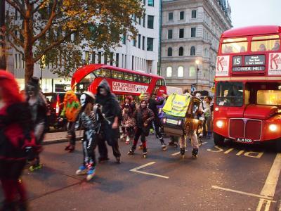 2016秋 Paris&London -4- ロンドンのホテルはAmba Hotel Charing Cross、街歩きでは大盛り上がりのハロウィンナイトに遭遇★