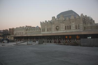 ヘイダル・アリエフ国際空港からバクー市内への道のりは一悶着あり、バクー駅構内は工事中でした。
