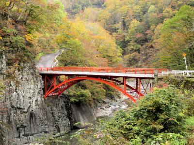 信越秋山郷の紅葉・・津南町の見玉公園と猿飛橋、見倉橋、前倉橋、蛇淵の滝をめぐります。