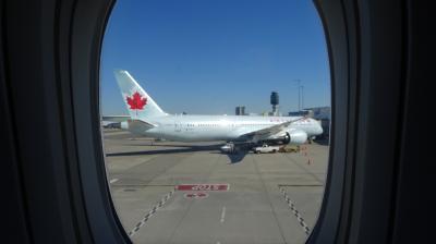 エアカナダで行く秋のバンクーバー & ビクトリア & シアトル  7日間 ( 飛行機編 )