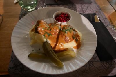 2016.10フィンランド出張講演旅行11終-KaarnaでLauraと夕食,朝0410出発 LH855 NH204で帰京