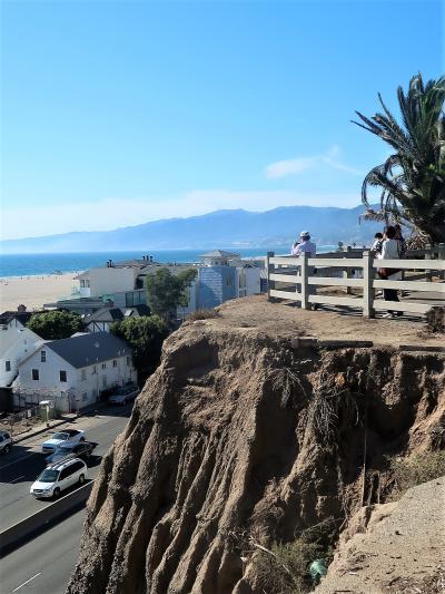 アメリカ西部53 サンタモニカ ; 太平洋に陽光輝くビーチ ☆海辺の公園を散策