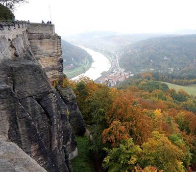 団塊夫婦のヨーロッパ紅葉を巡る旅2016:(15)眼下に紅葉の樹海が広がるケーニヒシュタイン要塞へ