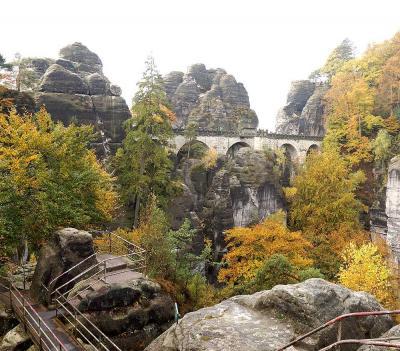 団塊夫婦のヨーロッパ紅葉を巡る旅2016:(16)奇岩と紅葉のコラボ・絶景のザクセンスイスへ