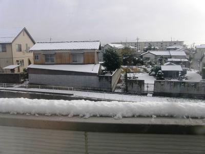 関東地方の11月としての初雪は54年ぶり・・・我家の周囲で大雪注意報まで見て歩く
