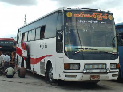 日本退役バスさんの新天地、ミャンマー、ヤンゴンのアウンミンガラーバスターミナル。日本のバスさんたち、頑張って!