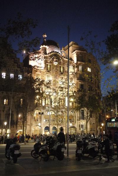 ちょい住バルセロナ(2)、暮らすように滞在するカタリューニャの休日。夜のバルセロナ街歩き。