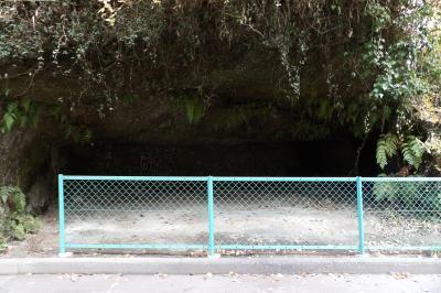 光触寺南の谷戸のやぐら群