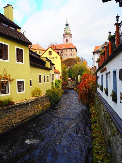 プラハから一日ツアーで チェスキー クルムロフに行くが。。。。。