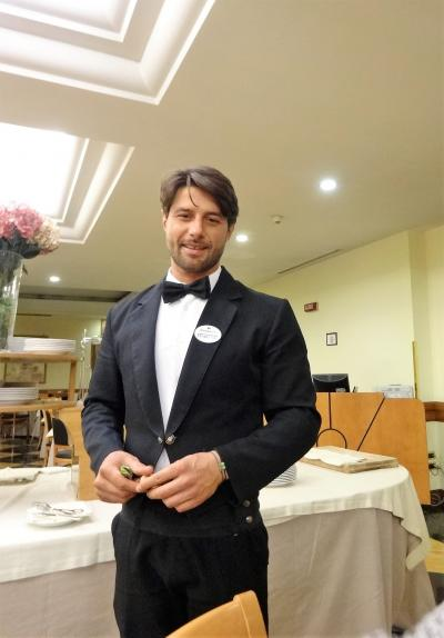 サンタガタ・デ・ゴーティ?サンターガタ・デ・ゴーティ??未知なる「美しい??村」を目指してイタリア南部へ:[番外編]イタリアのホテルマンは、やっぱりイケメン!