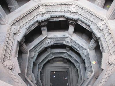南西インドの旅 (6)                   アーメダバードの階段井戸と近代建築を観る。