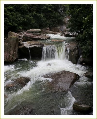 Solitary Journey[1789]巨岩がゴロゴロと折り重なっている二河川沿いの遊歩道をウォーキング<二河峡・股くぐり岩>広島県呉市