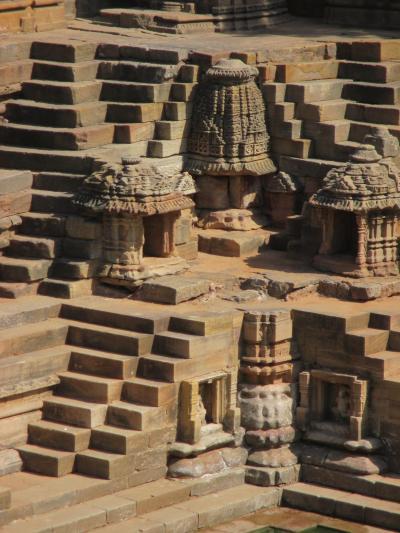 南西インドの旅 (7)                   モデラーの太陽寺院とパタンの階段井戸を観る。