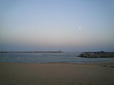 夕暮れのアバイ村とゲストハウスから美しい月を眺める