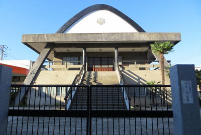 2015秋、功徳院はじめ十六箇寺(5):9月18日(5):金蓮山・来迎寺、閉まったままの門、放物線模様の本堂