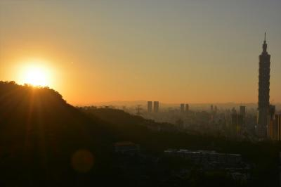 台湾跨年之旅05★台北★四獣山の虎山でピクニック、カラオケ、そして2016年最後の夕陽と虹