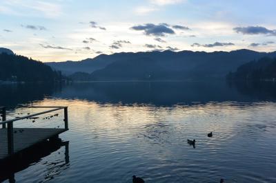 冬の夕暮れのブレッド湖