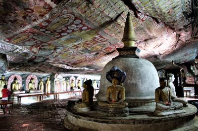 灼熱と豪雨、そして笑顔のスリランカ(8) 驚異のフレスコ画 世界遺産ダンブッラの石窟寺院