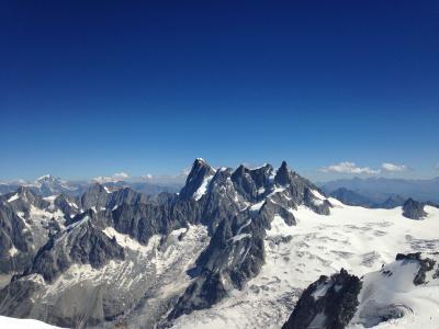 いつかある日ではおそい!スイスへGO!vol.14 青空に白く輝くモンブラン☆針峰群の向こうにマッターホルンとモンテローザが!!エギーユ・デュ・ミディ展望台。