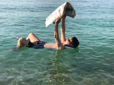中東・ヨルダン旅行(ペトラ、死海の遊び方)、3-2.死海の浮かび方と滝の温泉