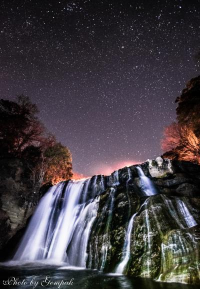 冬の滝2題 ~氷瀑と化した寄栗の大滝&星空の下、光のフリルをまとった龍門の滝~