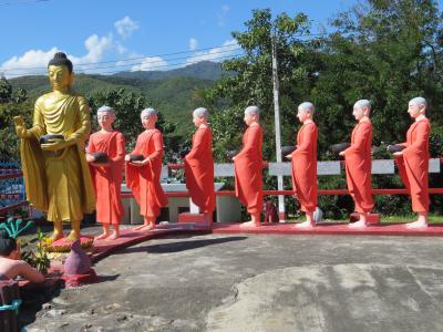 ミャンマー 「行った所・見た所」 タチレイの寺院巡りをトゥクトゥクで