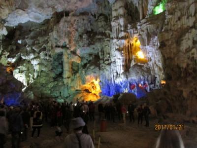 ハロン湾のティエンクン(天宮)洞窟