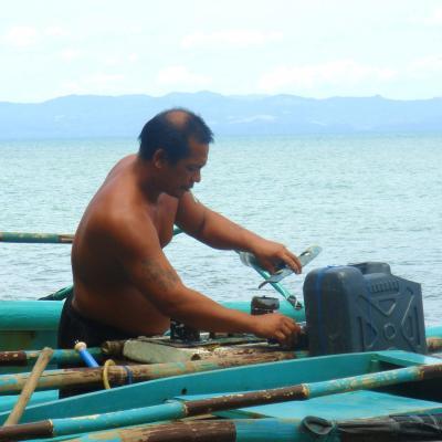 【3】小舟修理のステキ親父!自分の許容範囲の広さを知った☆フィリピン:レイテ島/タクロバン