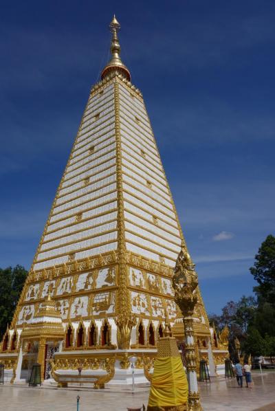 20170201 ウボンラチャタニ 朝市 → 駅で切符買って → Big CでSIM買って → Wat Phra That Nong Bua → Thung Si Mueang → Wat Thung Sri Muang