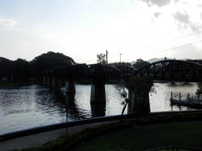 カンチャナブリで 鉄橋 と レンタル自転車