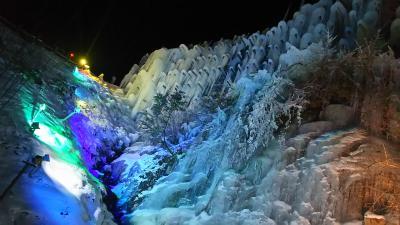 ライトアップされた氷瀑