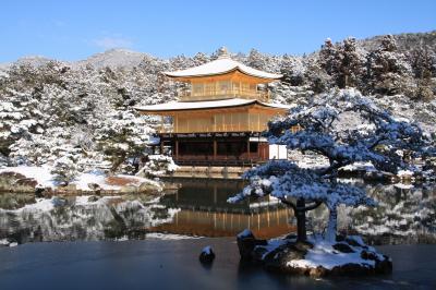 建国記念の日に雪の金閣寺へ
