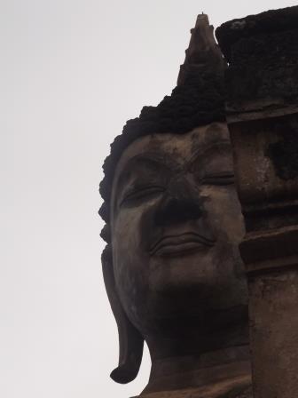 シーサッチャナーライ遺跡見学をした後、路線バスでスコータイ新市街へ2017年タイーミャンマーの旅8