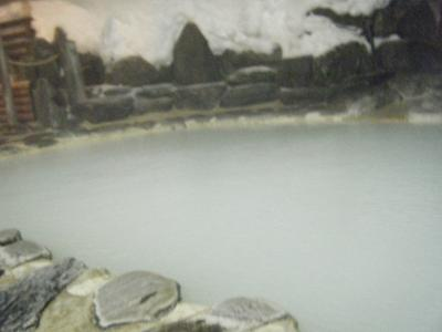 シーズン最後の雪見風呂になるかな?