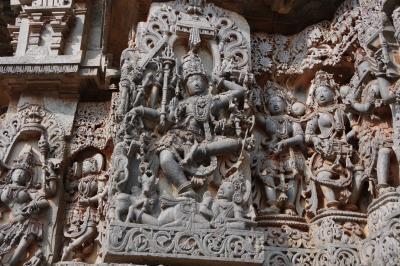 インド・デカン高原の旅 2 (ハレビードのホイサレーシュワラ寺院)
