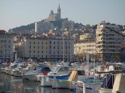 プロヴァンス旅行の第一歩はマルセイユの旧港の街歩きからはじまります。