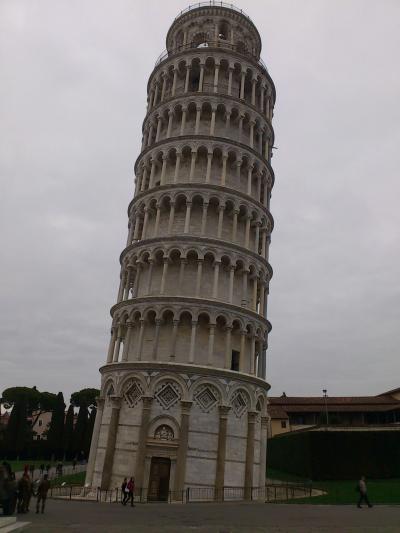 ピザ 事前予約で斜塔に登る