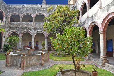 冬のメキシコ旅行(5)-フランシスコ会修道院 in ウェホツィンゴ/【世】ポポカトペトル山腹の16世紀初頭の修道院群-