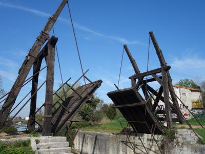 アルルの跳ね橋(ゴッホの跳ね橋)。なんでこんなところに跳ね橋があるのだろう。