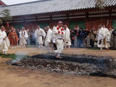 奈良薬師寺の修二会 火渡り式
